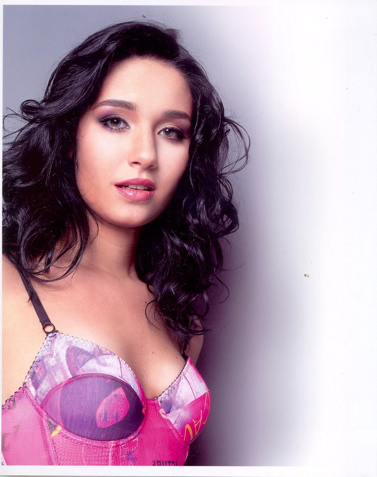 Daniela Alvarado Nude Photos 34